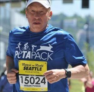 Eric-OGrey-running-peta-mutual-rescue-INVEG-Spokane-Vegfest-2016